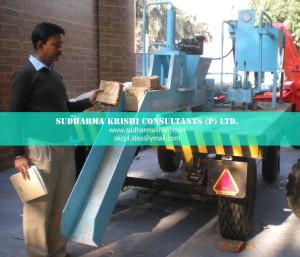 Machine to process fodder